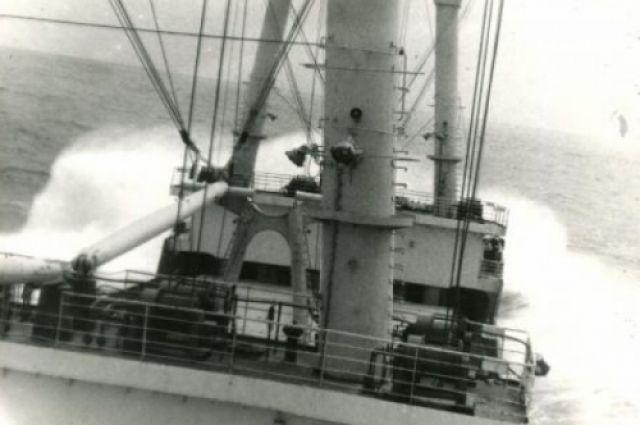 Геннадий Лысогорский: однажды в Тихом океане попали в тайфун.