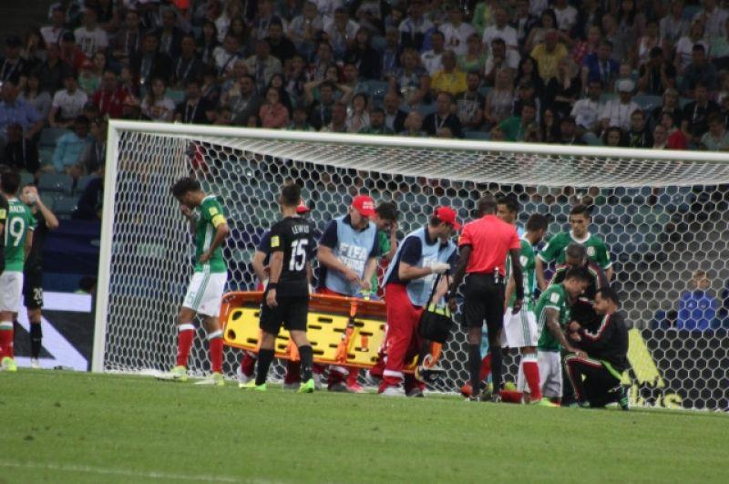 К сожаленью, не обошлось без ЧП на поле. Защитник сборной Мексики Карлос Сальседо получил серьезную травму, столкнувшись с капитаном новозеландцев Крисом Вудом, и покинул поле на носилках. Со сборной России он не сыграет.