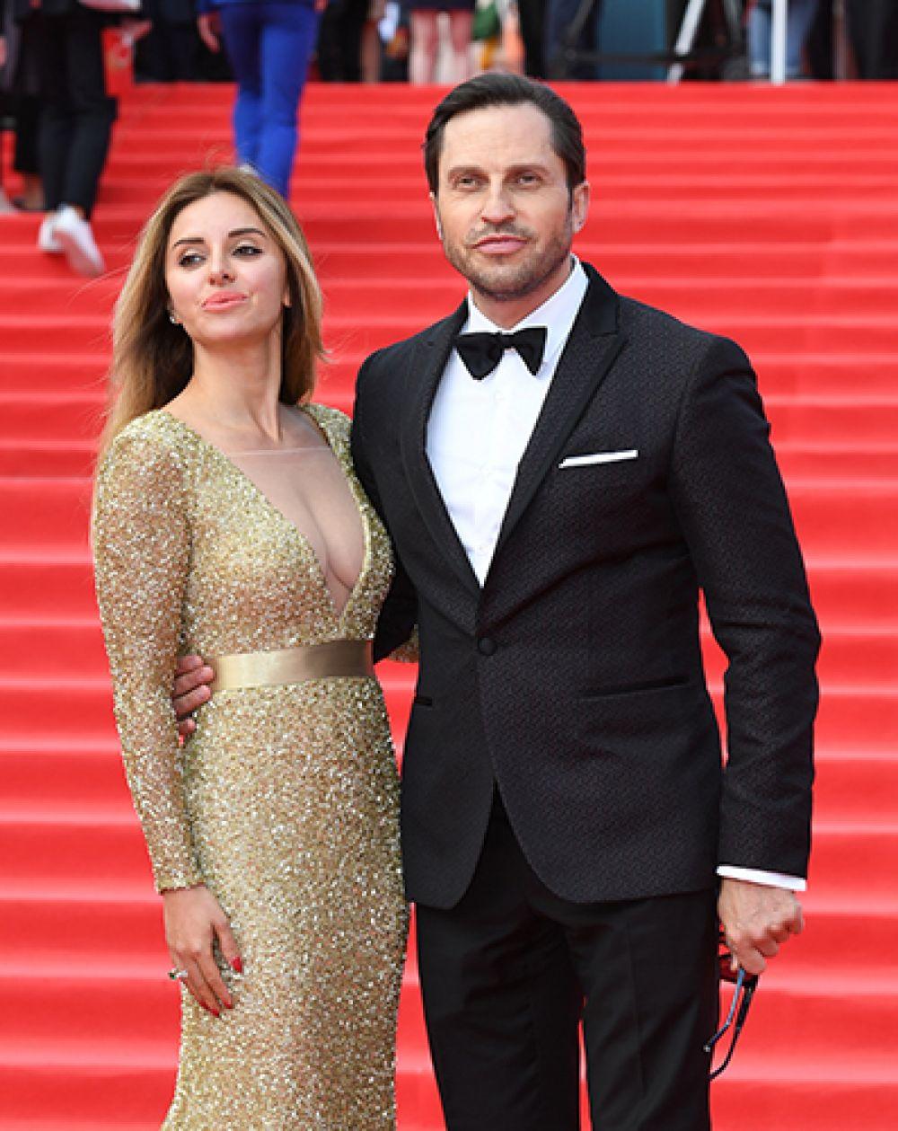 Шоумен Александр Рева с супругой Анжеликой.
