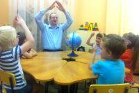 Виталий Варавин четвертый год работает в детском саду.