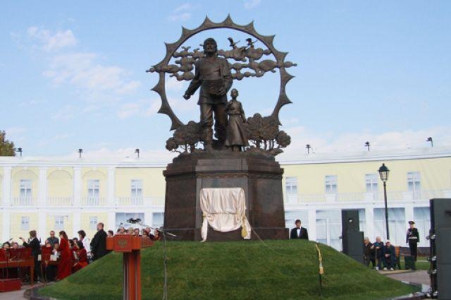 Художественный музей и памятник сеятелю в Барнауле