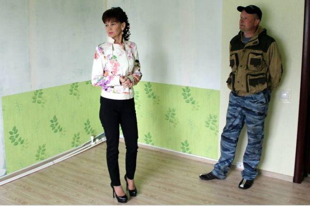 Светлана Бральнина в одном и стоящихся в Котласском районе домов