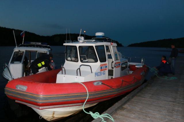 Спасатели обследовали более 240 кв. км в поисках подростков на Ладоге
