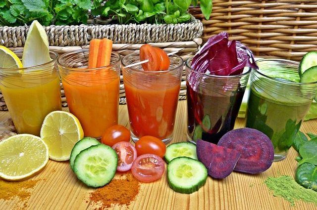 Можно выжать сок из одного овоща или фрукта, а можно приготовить настоящий охлаждающий десерт.