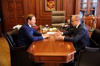 Министр промышленности и торговли РФ и врио главы УР обсудили вопросы развития экономики республики.