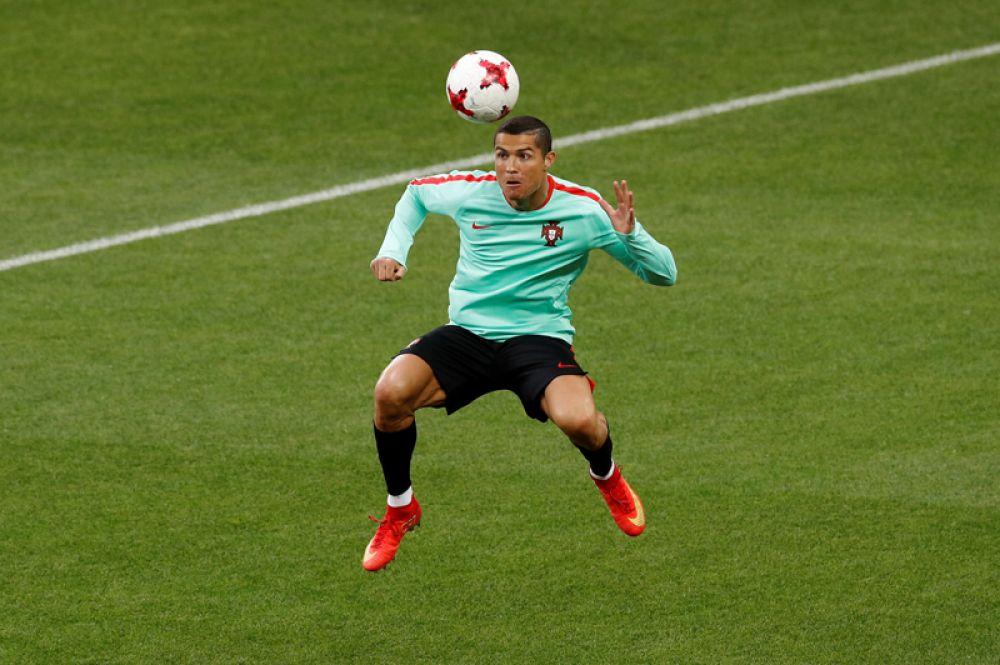 20 июня. Португальский футболист Криштиану Роналду во время тренировки перед матчем.