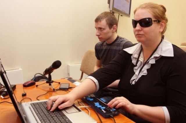 Около 900 организаций полностью выполнили квоту для приема на работу инвалидов.