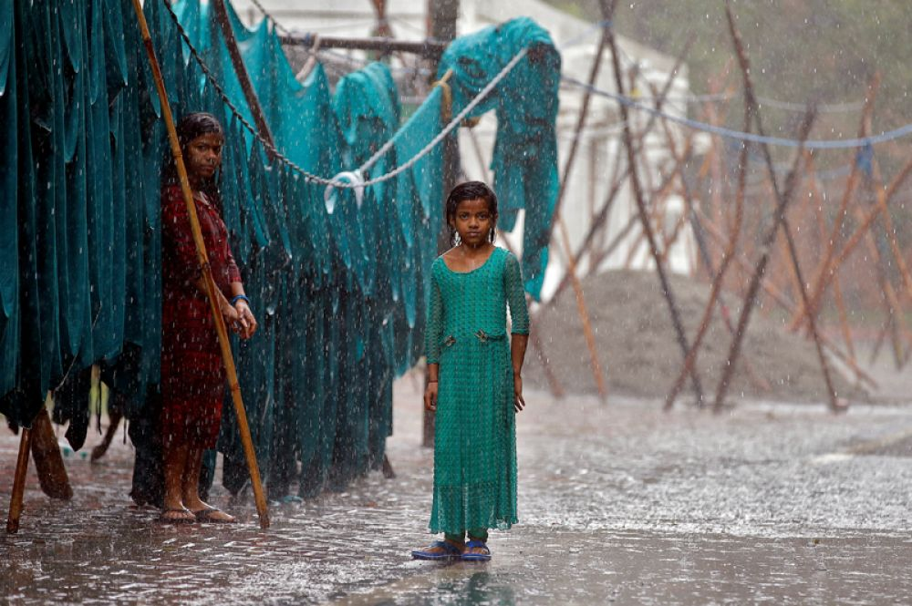 21 июня. Открытая прачечная в сезон муссонов в Нью-Дели, Индия.