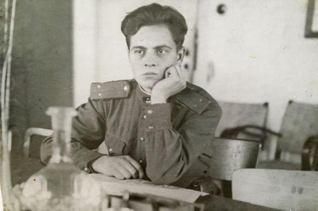 Этот снимок Виктор подарил Раисе в 1947 году, она бережно хранила фото всю жизнь!