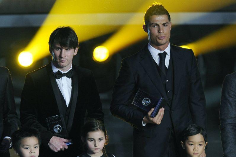 В 2010 году футболист надел чёрный атласный пиджак.