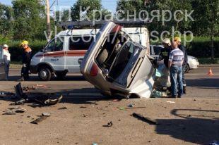 По данным очевидцев, водитель такси, погибший в ДТП, был пьян.