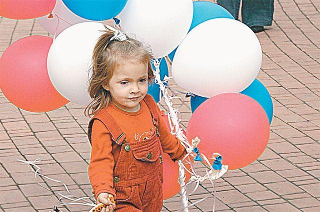 Море и солнце из воздушных шаров изобразили юные жители Заводоуковска