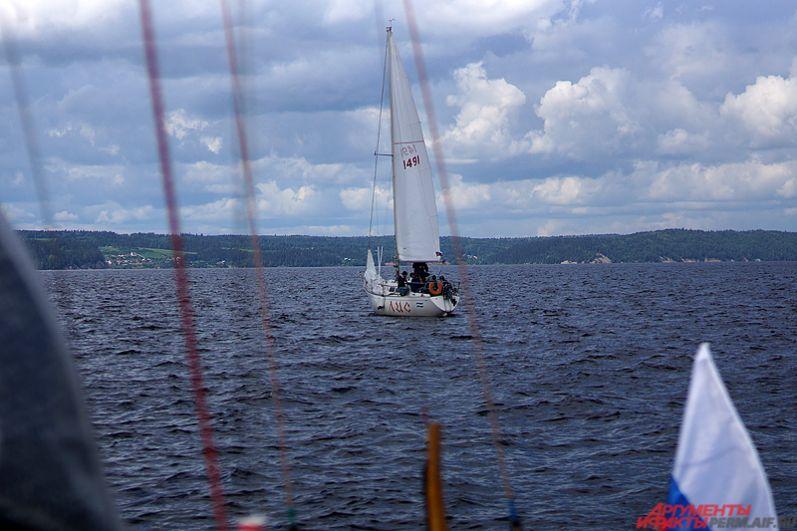 За главные награды боролись около полусотни экипажей килевых яхт и швертботов.