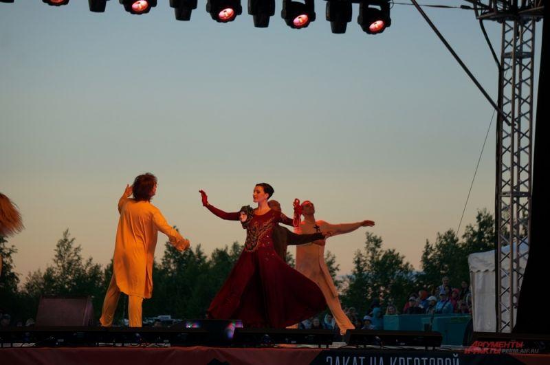 Постановку адаптировали под ландшафт, а сам балет сократили с трёх до одного акта.