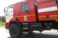 Больше часа пожарные тушили дом в Тюменской области