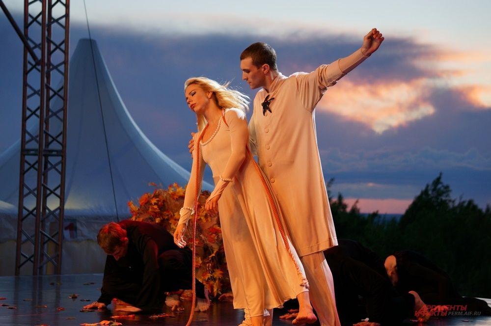 Артистам театра удалось передать чувства влюблённых.