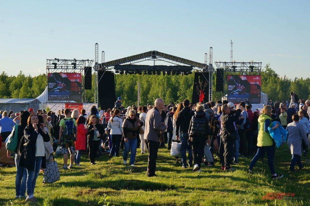 В этом году сцену перенесли, чтобы спектакль могли увидеть больше человек.