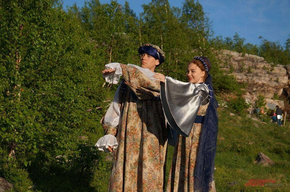 На горе Крестовой зрителей встречали актёры в костюмах.