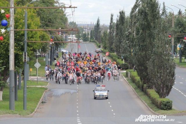 Тысячи оренбуржцев проехали по улицам в День 1000 велосипедистов