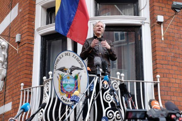 Ассанж предложил американцам создать замену Демократической партии