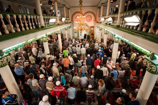 В Москве в праздновании Ураза-байрама участвовали почти 250 тыс. мусульман
