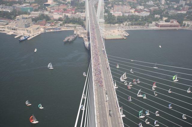 Длинна сооружения 1,5 км, вместе с подъездными путями и развязками 6,4 км.