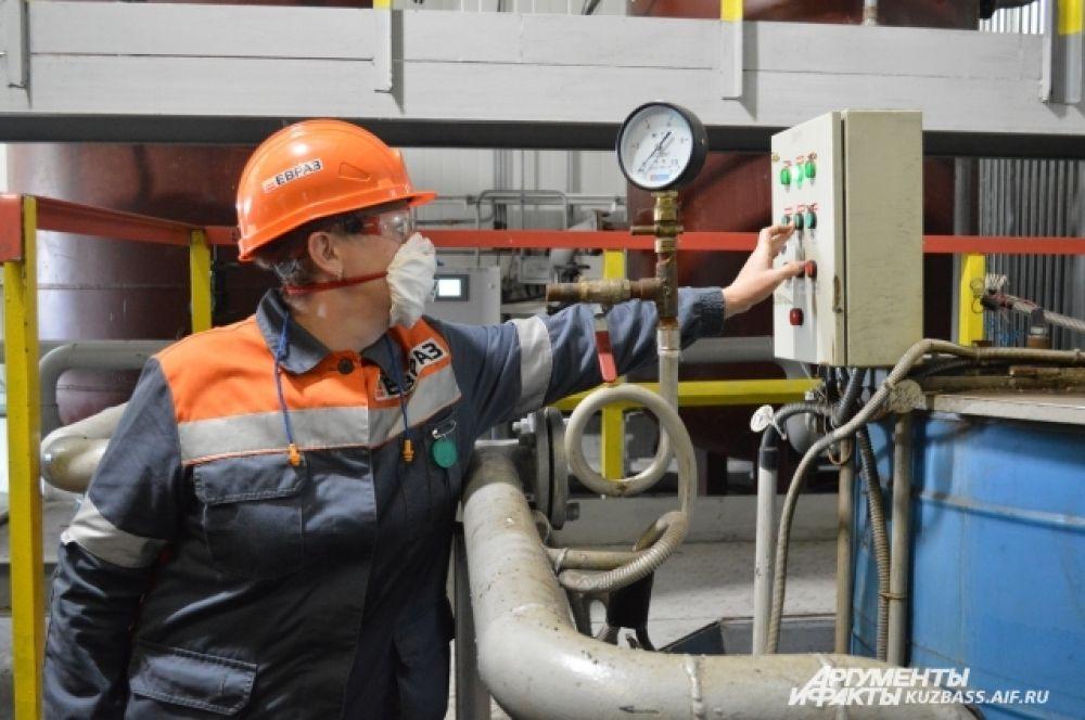 На очистных сооружениях работают всего два человека и несколько дежурных - процесс максимально автоматизирован.
