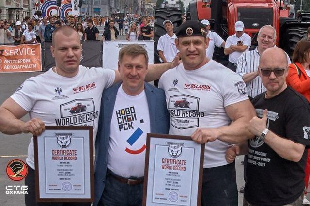 Спортсмены буксировали трактор весом 20 тонн.