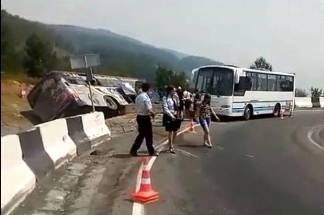 В ДТП пострадали 10 человек.