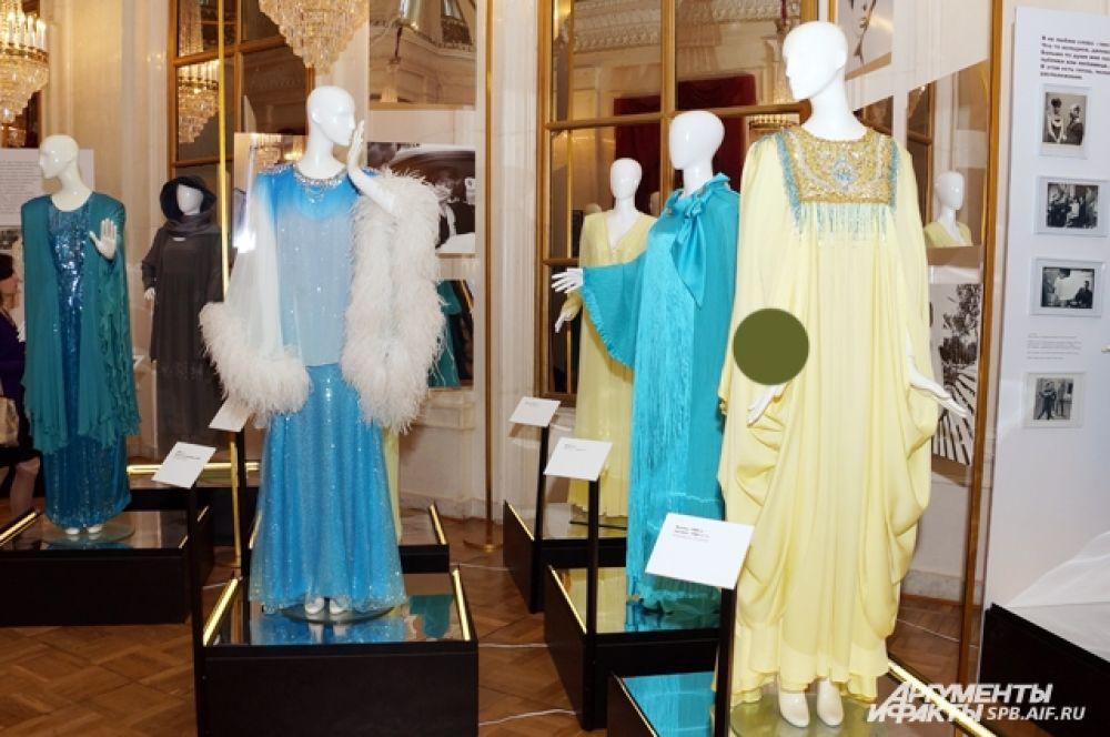Посетители увидят несколько десятков платьев.