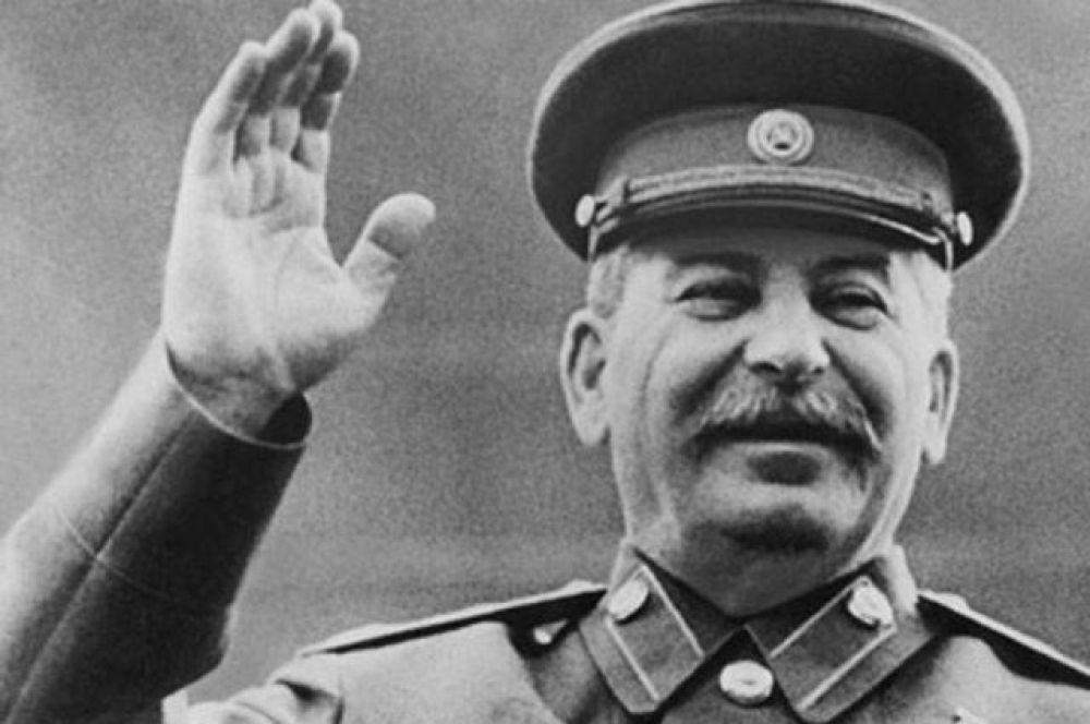 Самой выдающейся личностью в истории стал Иосиф Сталин, его назвали 38% населения.
