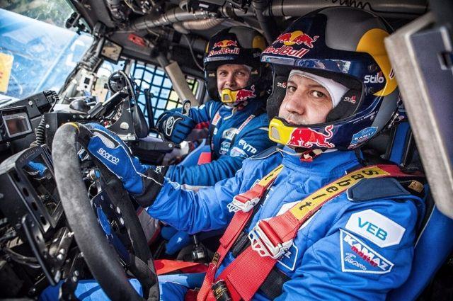 Дворкович сел за руль спортивного «КамАЗа» перед ралли «Шелковый путь-2017»