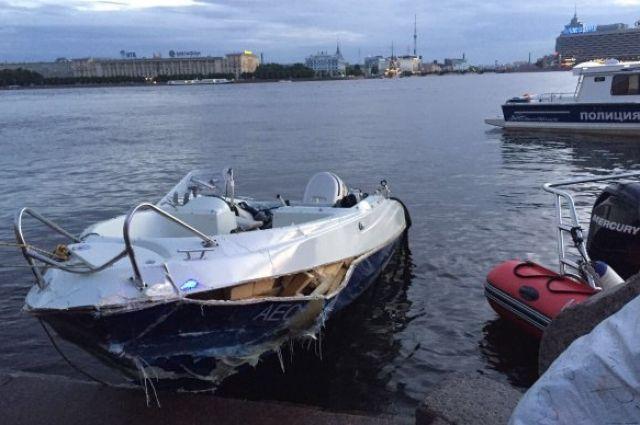 В Санкт-Петербурге катер врезался в прогулочный теплоход