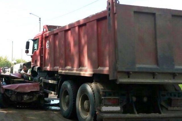 Наулице Строителей вПензе столкнулись три автомобиля— необошлось без жертв