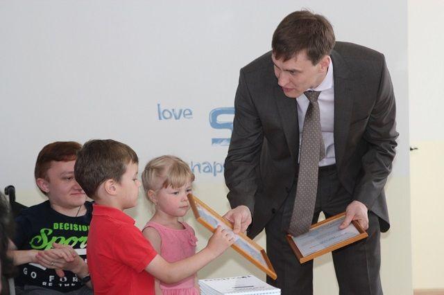 Активным участникам акции «Миллион добрых крышечек» вручили благодарственные письма.