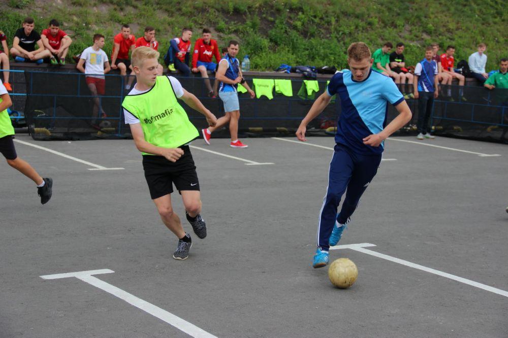 Ребята сразились в мини-футбол.