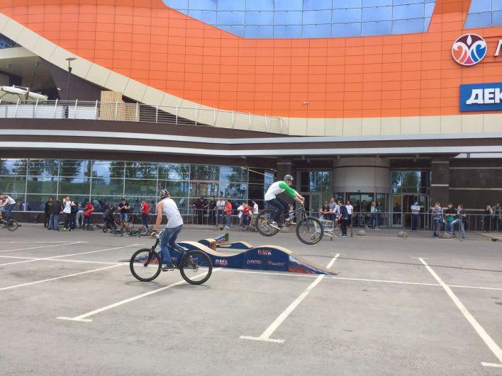 Любители BMX демонстрировали свои трюки.