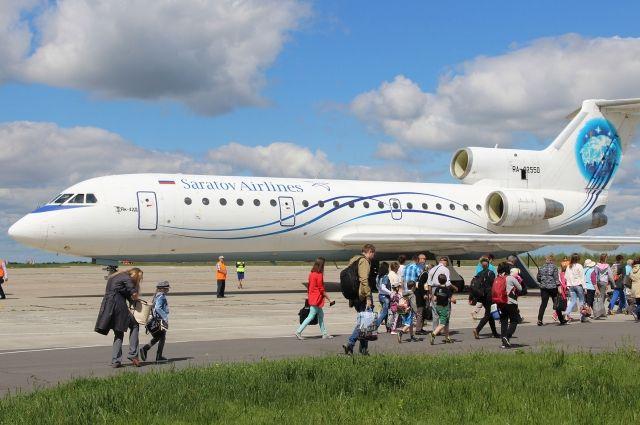 Из Брянска а Симферополь летают самолета ЯК-42.