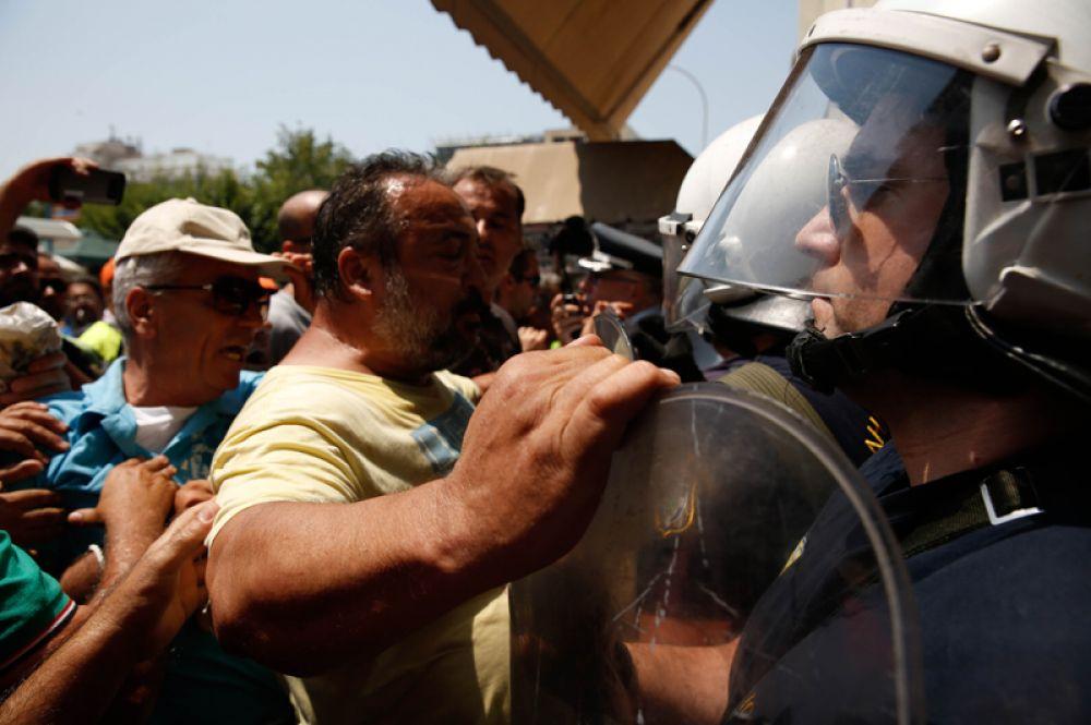 Протестующие в Салониках.