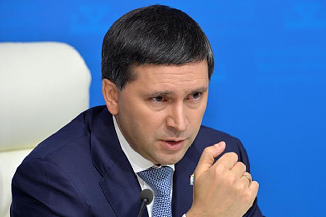 Дмитрий Кобылкин поздравил выпускников с окончанием школы