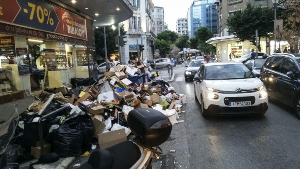Мусор на улицах Салоников.