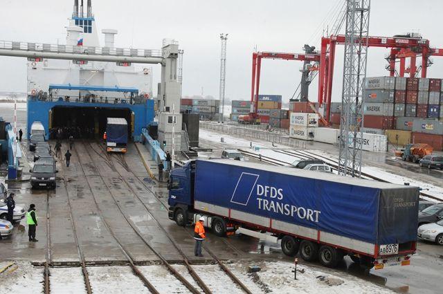 Таможня продлила эксперимент по работе парома между Балтийском и Усть-Лугой.