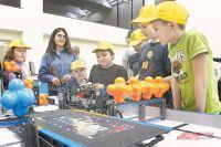 Изучать математику, информатику, физику, биологию интереснее, создавая роботов.