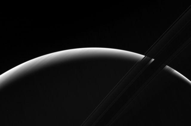 Зонд «Кассини» сфотографировал восход на Сатурне