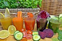 Морковный, томатный, лимонный, свекольный и огуречные соки содержат бета-каротин.