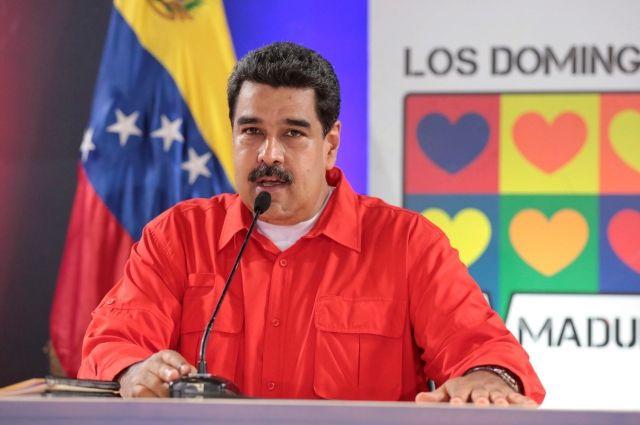 Боевик вВенесуэле: Суд забросали гранатами свертолета