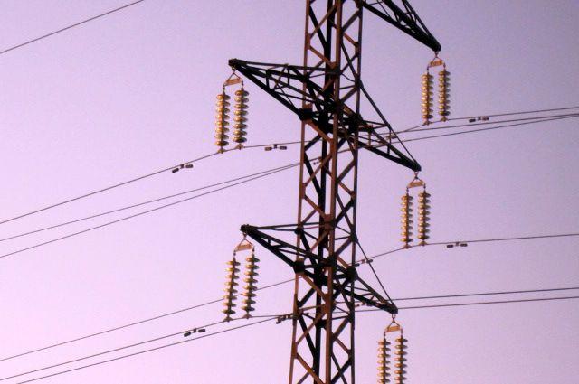 По данным МЧС, произошло падение напряжения в сети и разделение энергосистемы.