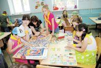В пришкольных лагерях дети могут не только отдыхать, но и учиться.