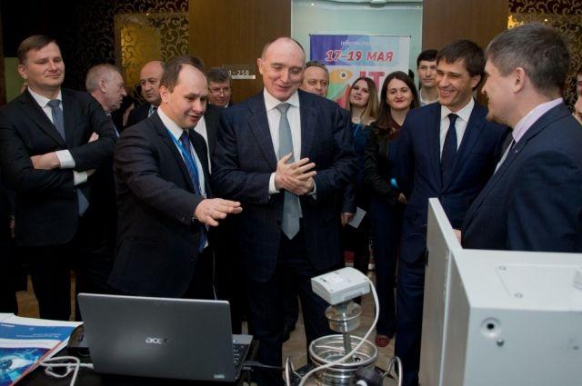 Во время поездок по региону и встреч Борис Дубровский неоднократно подчёркивал, какое значение для экономики области имеют инновационные разработки, будь то программное обеспечение или же промышленная техника.