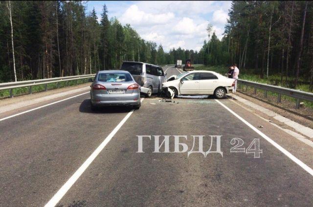 Столкновение трёх автомобилей произошло днём 28 июня на 1157 км трассы М-53.